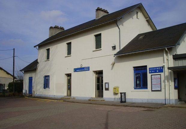 1200px-Gare_de_Marolles-en-Hurepoix_01